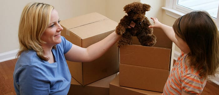 Moving alone or with friends: what to choose?